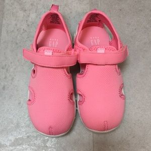 Gap play shoes